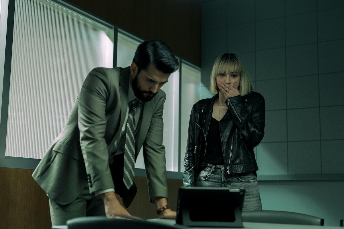 Phoenix Raei as Roshan Amir and Zoe Kazan as Pia Brewer in episode 102 of Netflix's Clickbait