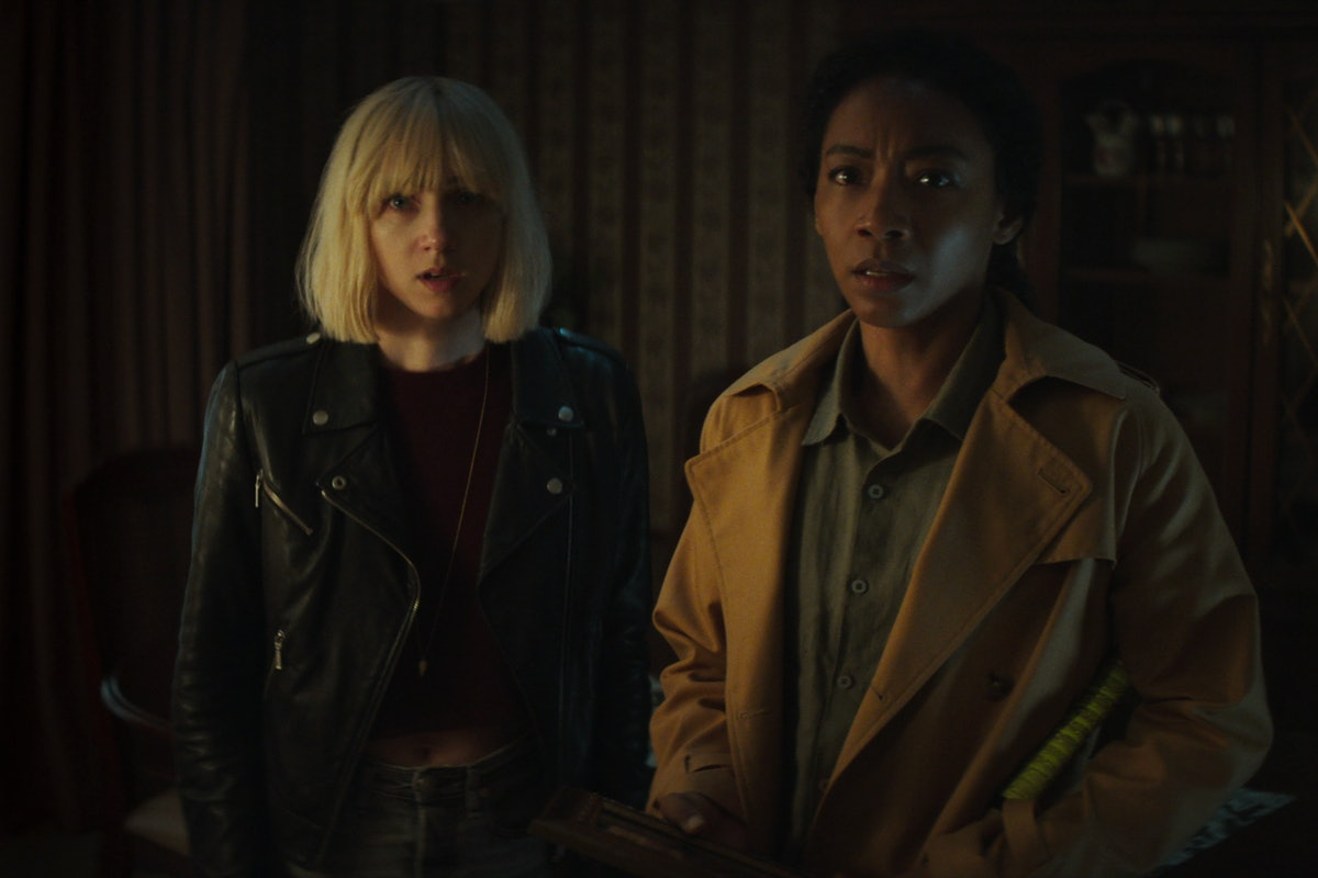 Zoe Kazan as Pia Brewer and Betty Gabriel as Sophie Brewer in episode 108 of Cickbait