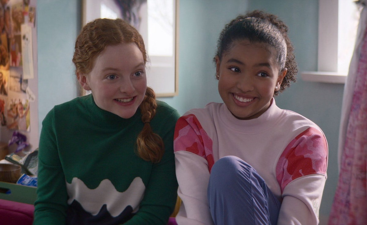 VIVIAN WATSON as MALLORY PIKE and ANAIS LEE as JESSI RAMSEY in THE BABY-SITTERS CLUB
