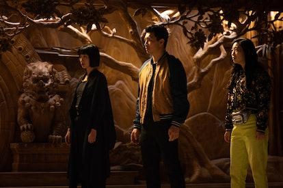 Meng'er Zhang (Xialing), Simu Liu (Shaun/Shang-Chi), and Awkwafina (Katy) in 'Shang-Chi and the Lege...