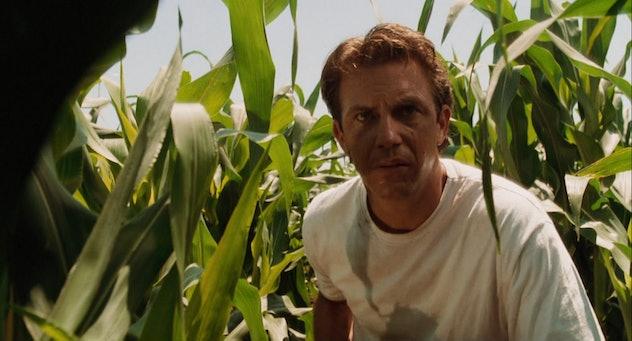 Kevin Costner stars in Field of Dreams.