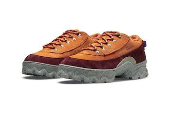 nike lahar low hiking boot sneaker