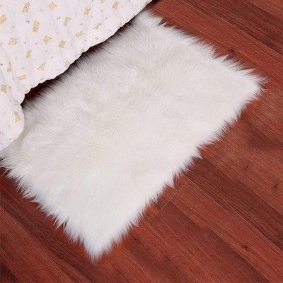 Noahas Luxury Fluffy Bedroom Rug