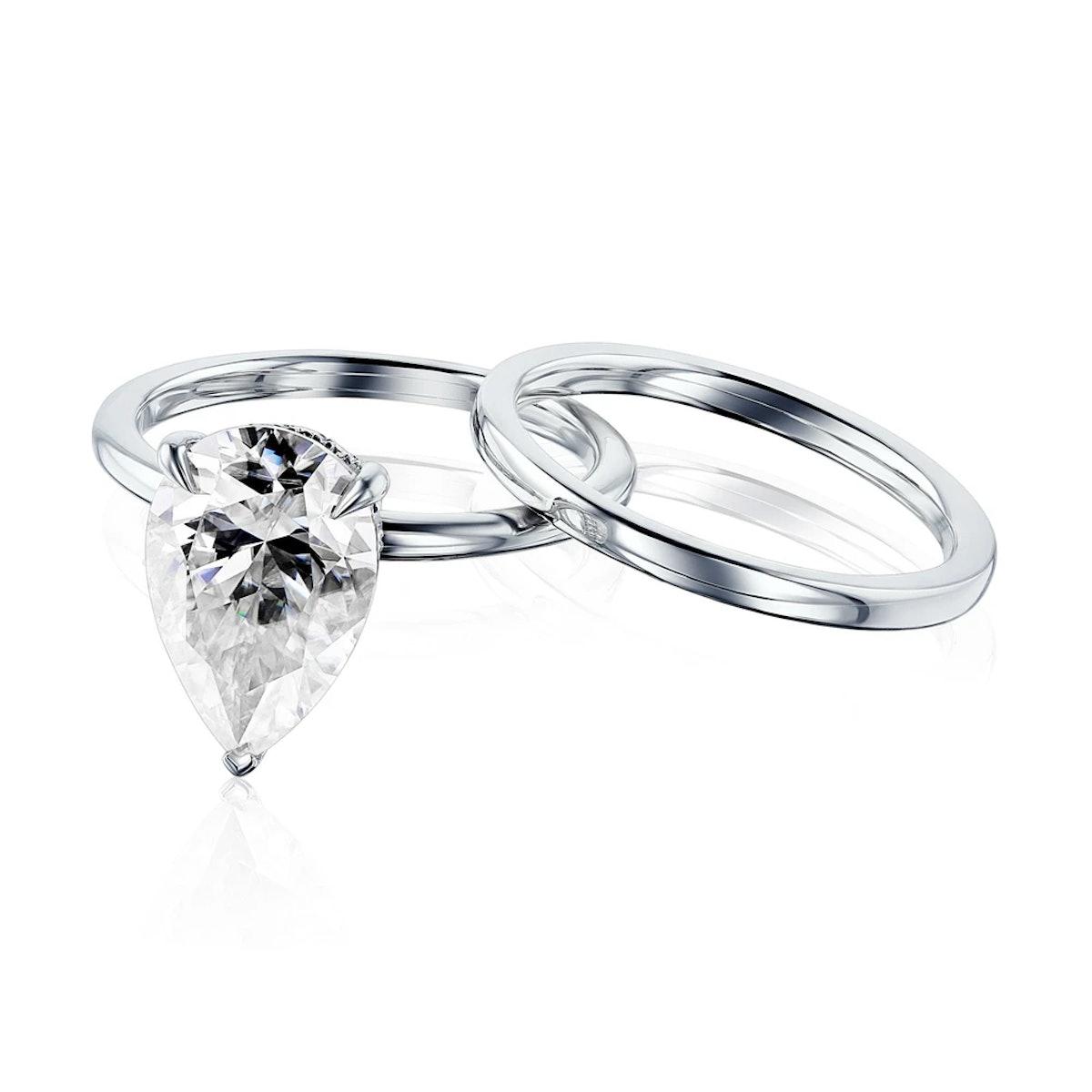Kobelli's Pear-Shaped Piper Bridal Set with a hidden halo.