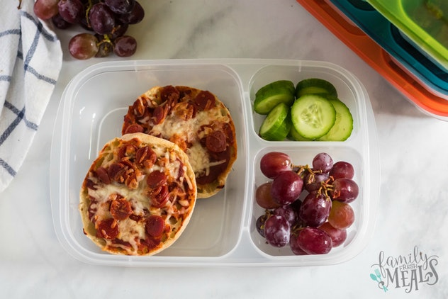 English muffin pizzas with grapes