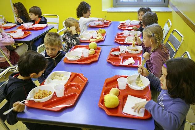 school children eating lunch in italy