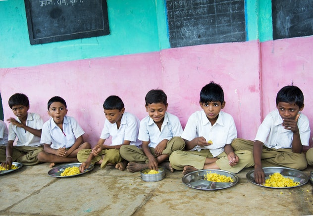 students in india eating lunch