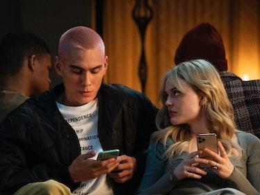Evan Mock and Emily Alyn Lind are tweeting about this week's 'Gossip Girl'