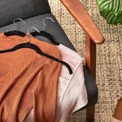 Amazon Basics Velvet Clothing Hangers (30-Pack)