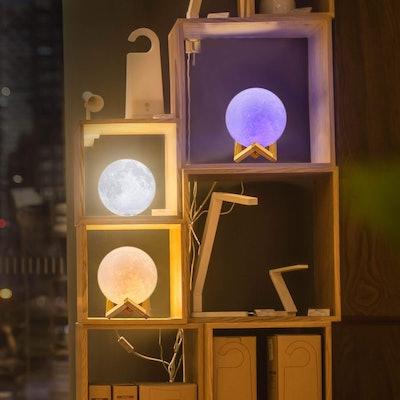 LOGROTATE 16-Color LED Moon Lamp