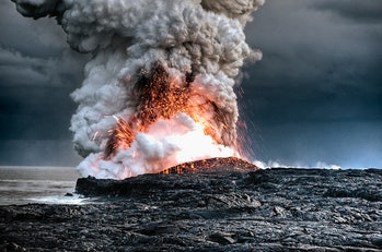 Volanic eruption and ash