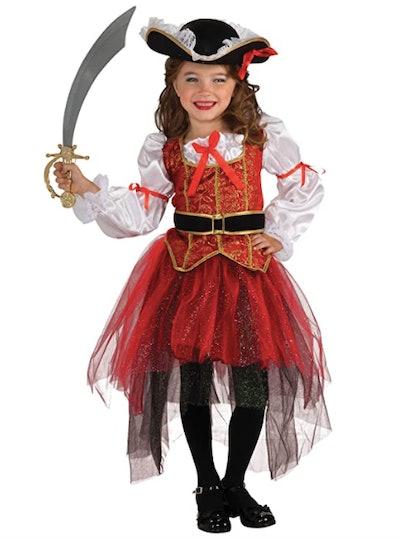 Girl wearing a pirate princess costume