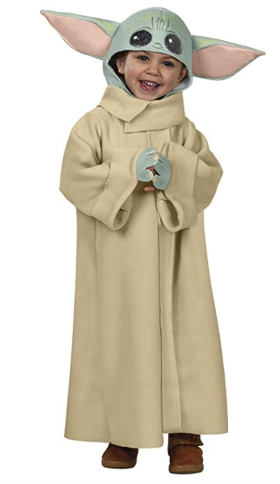 Child wearing a Yoda costume