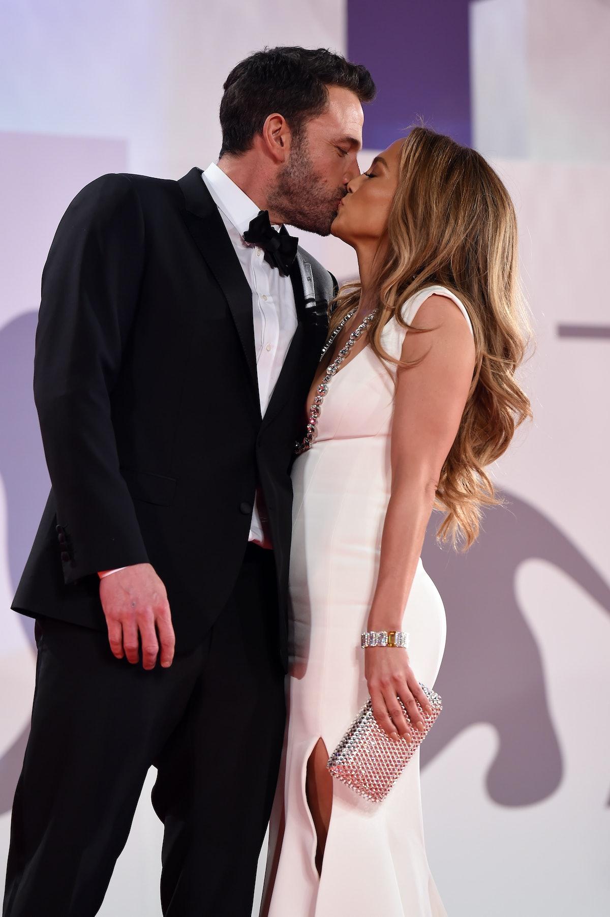 Ben Affleck and Jennifer Lopez kiss.