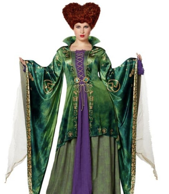 Woman dressed in a Winifred Sanderson costume from the film Hocus Pocus