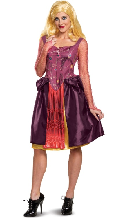 Woman dressed as Sarah Sanderson from Hocus Pocus