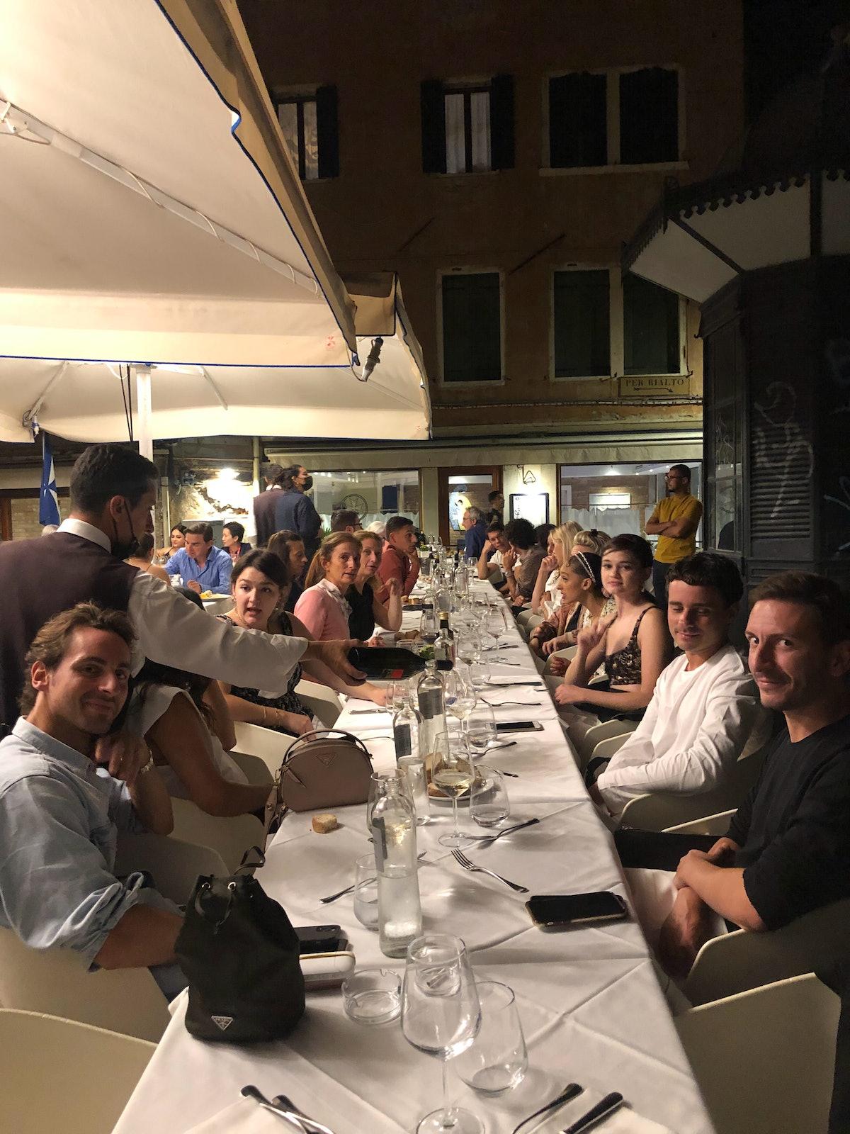 میز شام با مردم