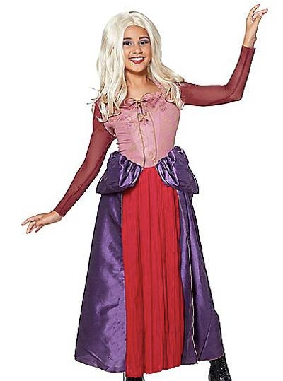 Girl dressed as Sarah Sanderson from Hocus Pocus