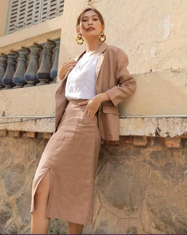 Miranda from 'Sex and the City' would rock this linen suit and skirt set.