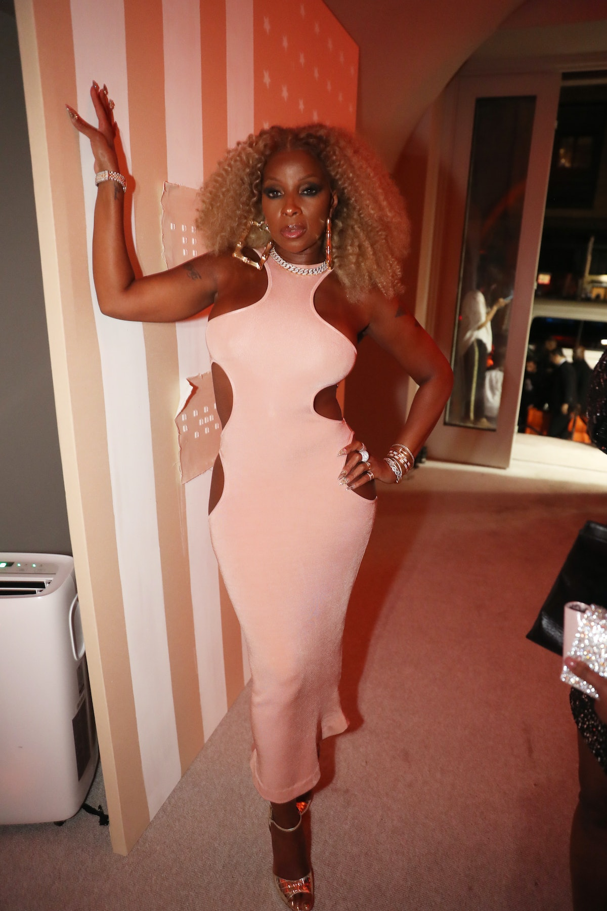 Mary J Blige in pink