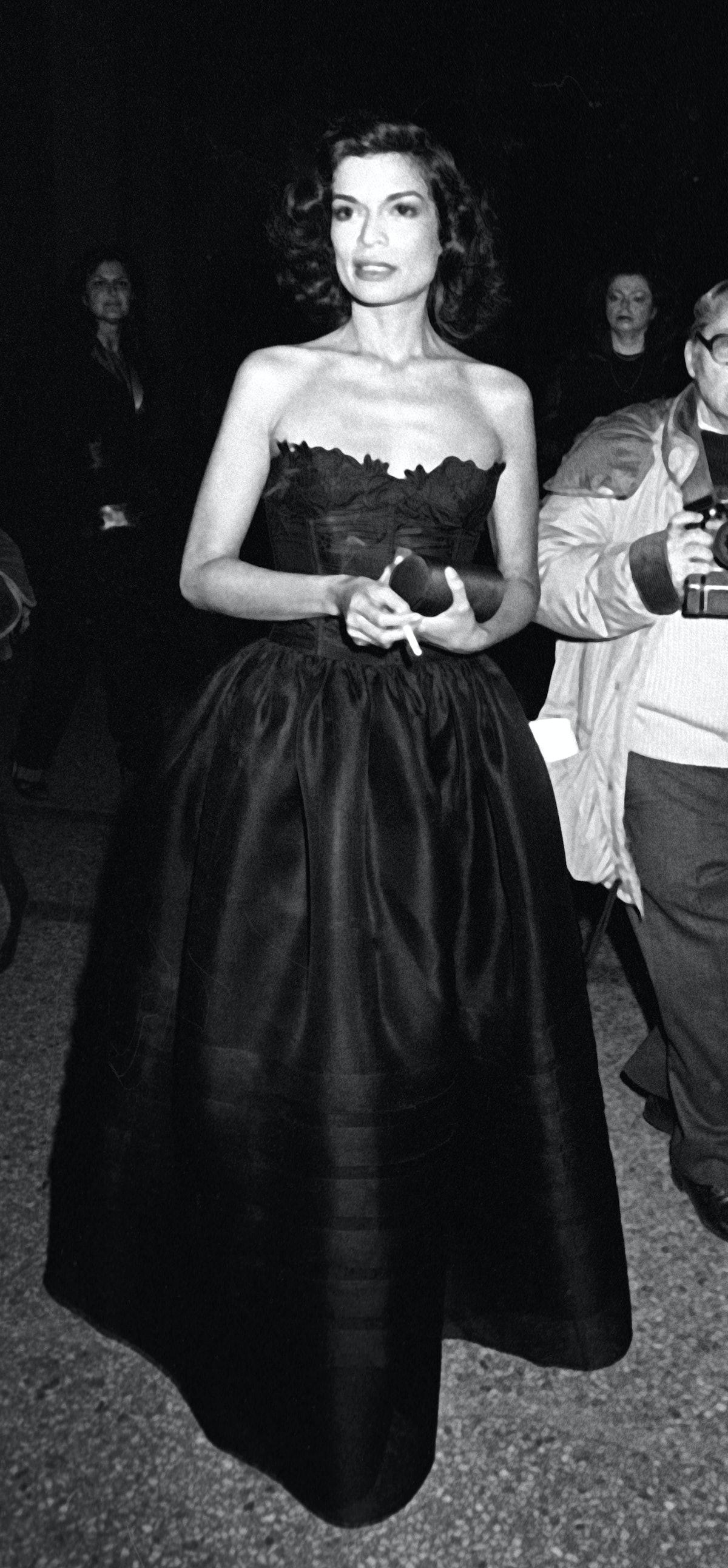 """بیانکا جاگر در نمایشگاه گالری موسسه لباس موزه هنر متروپولیتن شرکت می کند """"زن قرن هجدهم"""" بر ..."""