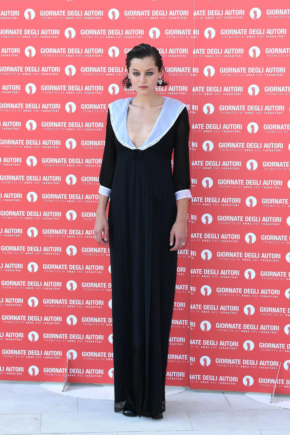 اما کورین در تماس تلفنی قصه های زنان Miu Miu در هفتاد و هفتمین جشنواره فیلم ونیز در S ...