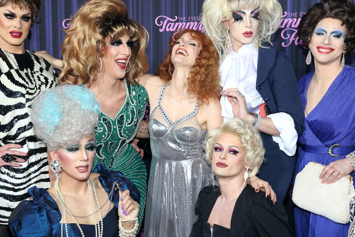 """جسیکا چستین در مراسم رونمایی از نیویورک با ملکه های درگ عکس می گیرد """"چشم تامی اف ..."""