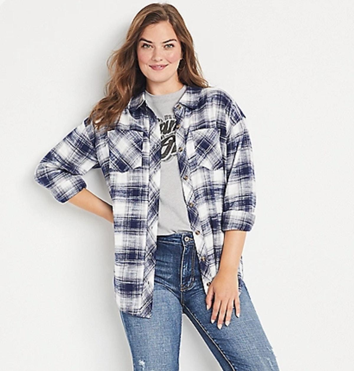Stevie Budd from 'Shitt's Creek' loves flannel shirts.