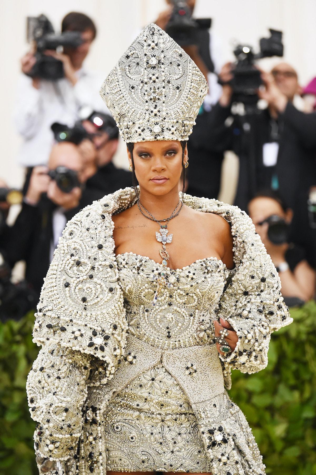 Rihanna's pope beauty.