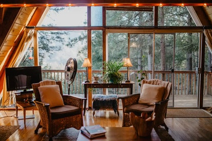 This Airbnb cabin in Shasta Lake has unparalleled views.
