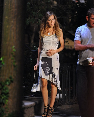 """Sarah Jessica Parker films on location for """"Sex And The City 2"""" on the Streets of Manhattan on Septe..."""