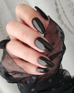 Dip powder nails in black