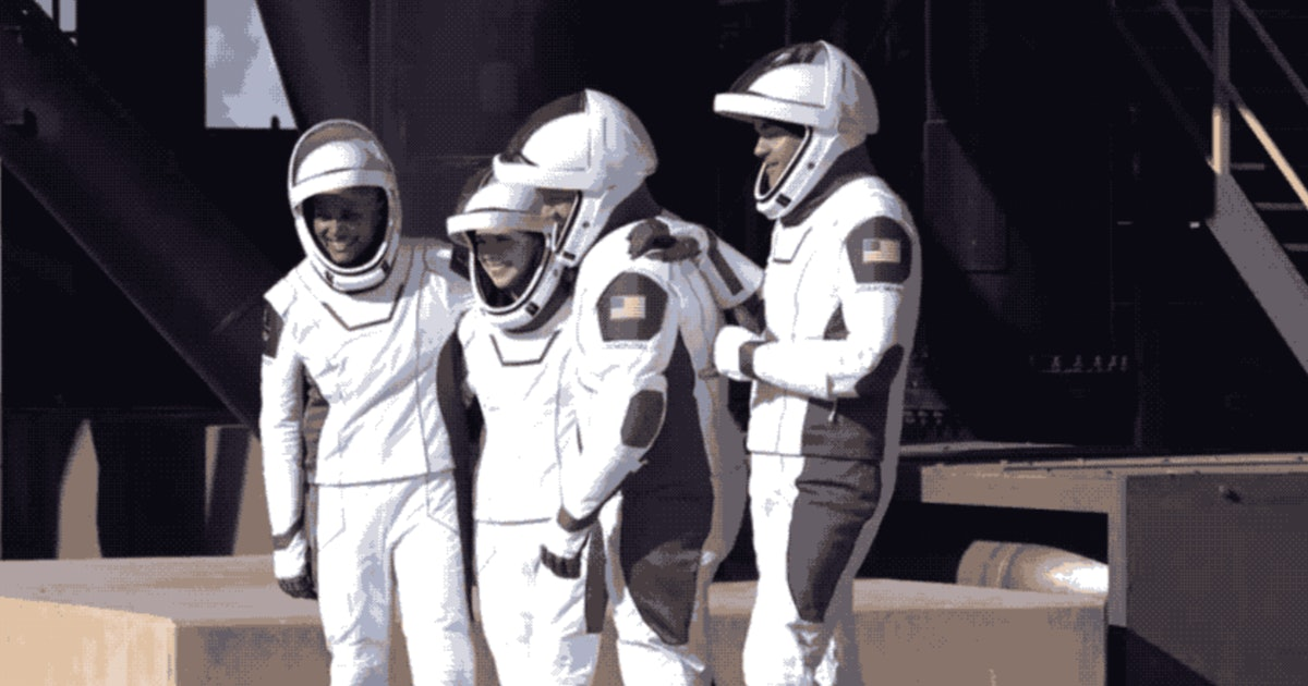 Watch: Civilian astronauts depart Earth on Inspiration4 mission<br>