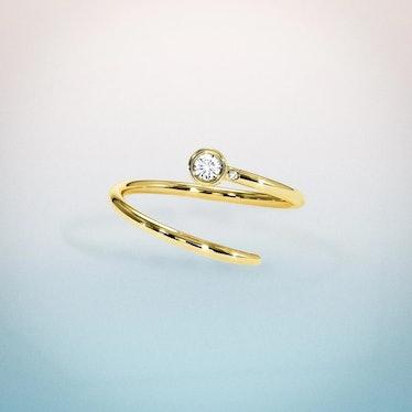 Shiffon diamond pinky ring in 18K yellow gold.