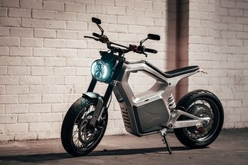 Electric bike maker Sondors has delayed shipment of its first motorcycle, the Metacycle.