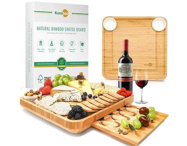 Kunaboo Bamboo cheese board and knife set