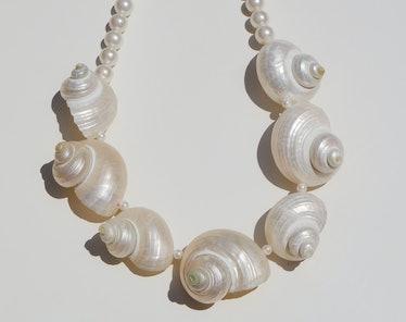 Veleria shell necklace from Luiny.