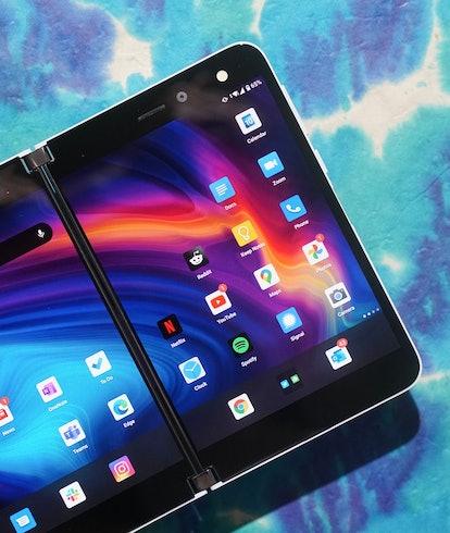 Surface Duo original smartphone foldable