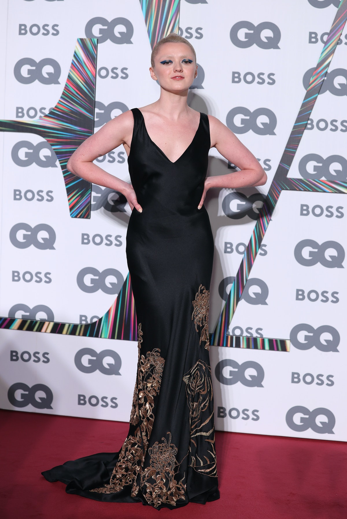 Maisie Williams in a black gown and blonde hair.