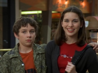 A scene from the pilot episode of Even Stevens with Louis and Ren at the mall for her date.
