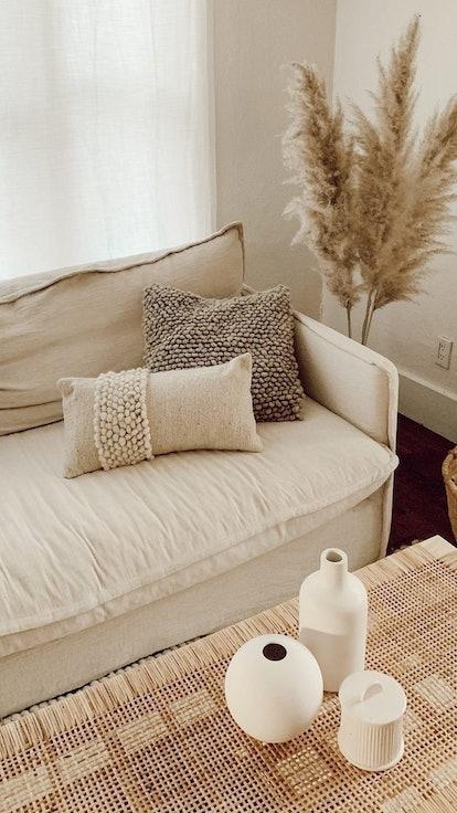 stylish throw pillows