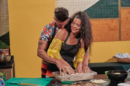 Kenny and Mari cooking together on 'Bachelor in Paradise' Season 7