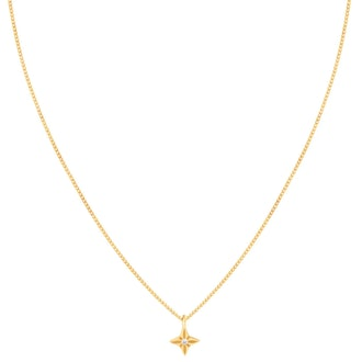 Astrid and Miyu's star pendant necklace in gold.
