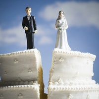 Getting a divorce? Mental health experts reveal one vital coping strategy