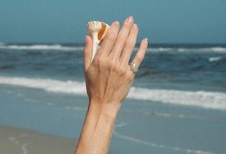 Luiny's wave-shaped Ola Ring.