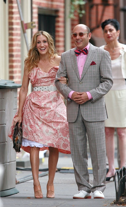 """Sarah Jessica Parker and Willie Garson on the set of the """"Sex and the City"""" movie"""