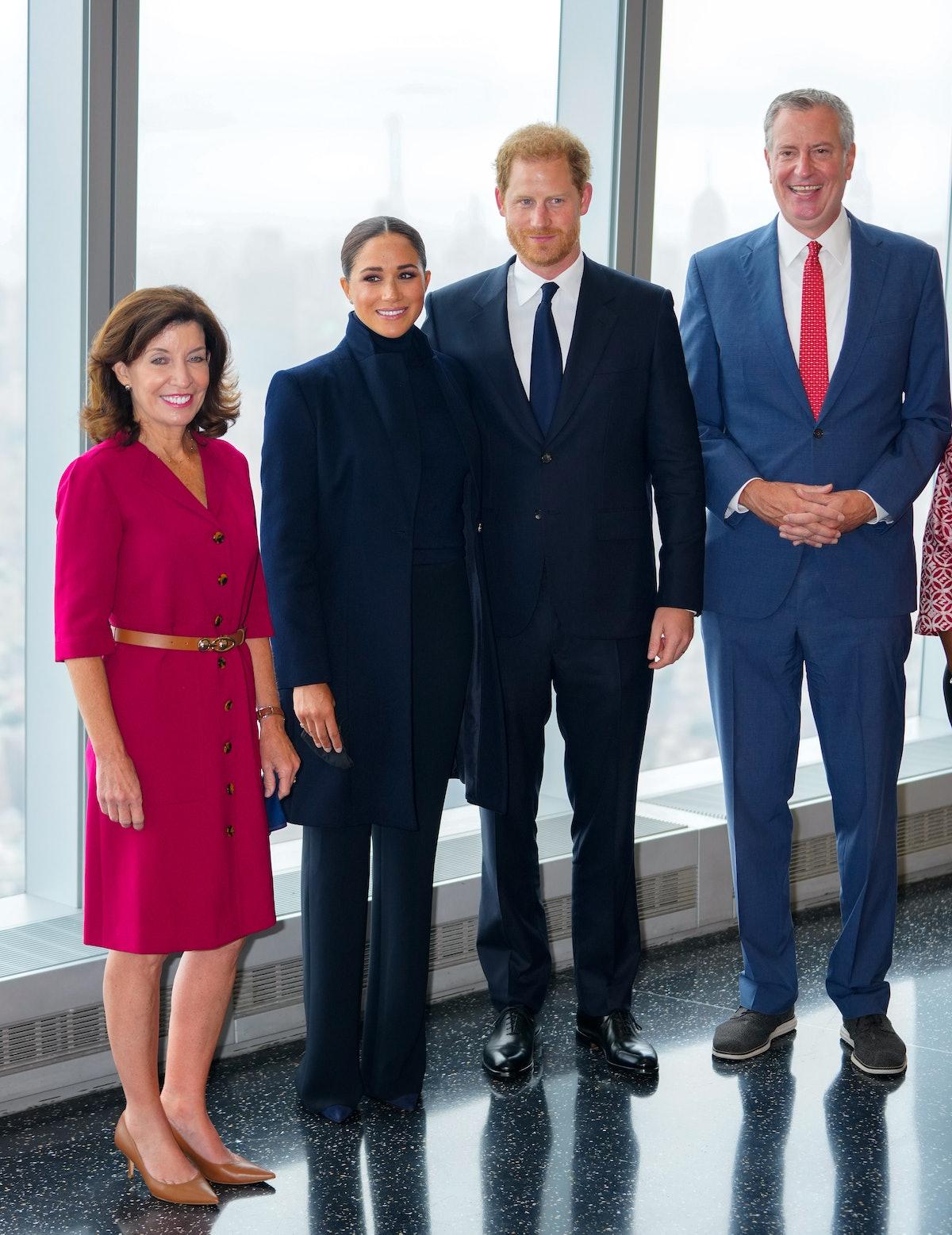 فرماندار کتی هوچول ، شاهزاده هری ، دوک ساسکس ، مگان ، دوشس ساسکس و شهردار بیل دی بلا ...