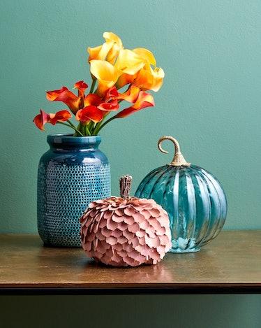 The HomeGoods.com website launch offers seasonal items and decor like pumpkins for sale.