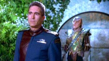 Commander Sinclar (Michael O'Hare) and G'Kar (Andreas Katsulas.)