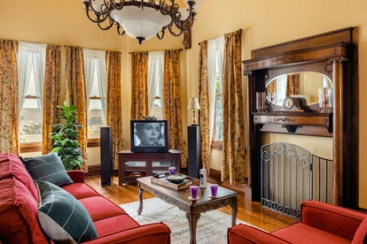The living room of the original 'Scream' house on Airbnb has everything you need for a 'Scream' movi...
